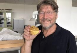 Новичкам везет: мужчина из Дании впервые отправился искать сокровища и нашел золото викингов