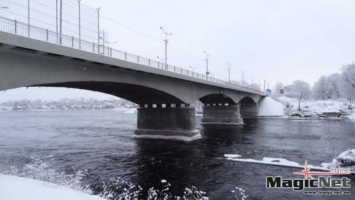 """Одна из опор моста """"Дружба"""" в Нарве повреждена"""