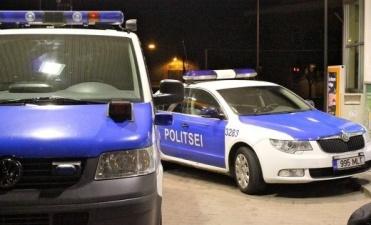 В Нарве во дворе дома 69-летний мужчина попал под машину