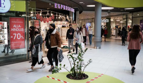 Магазины добровольно ужесточают контроль за ношением масок