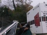 Перевозим здоровый ЖК на машине (4 фото)