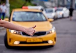 Таксист-облизун похитил пассажирку и отвёз её к себе домой