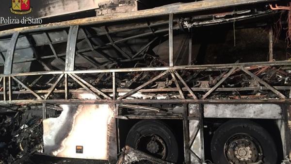 В автобусной аварии в Италии погибли не менее 16 человек, в основном школьники
