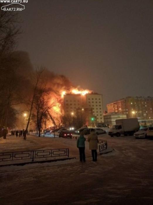 Пожар в многоэтажном доме Тюмени