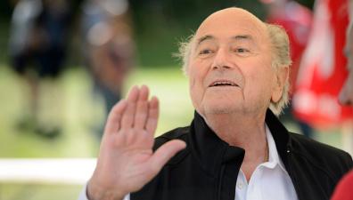 Глава ФИФА Блаттер заявил, что с него сняли обвинения в коррупции