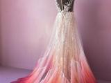 Платье-огонь: девушка раскрасила свадебный наряд и пришла к успеху