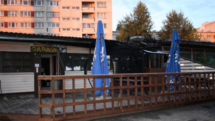 """В Нарве сгорел печально известный бар """"Оболонь"""""""