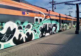 Ночью вандалы покрыли поезд Elron граффити
