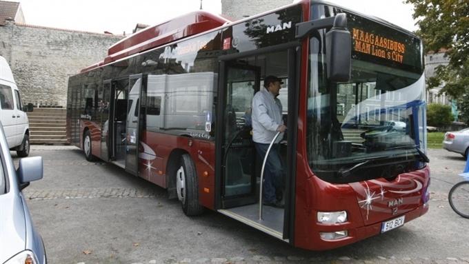 Нарва получила четыре работающих на природном газе городских автобуса