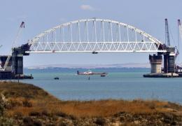 Украина накажет санкциями строителей моста через Керченский пролив
