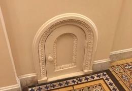Для кого созданы эти маленькие двери в Капитолии?