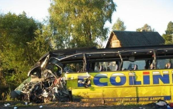 Лобовое столкновение двух автобусов