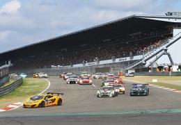 В Германии гонщик влетел в толпу зрителей на Нюрбургринге (ВИДЕО)