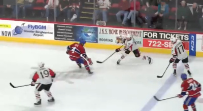 Хоккеист защитил ворота невероятным прыжком