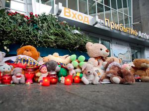 Власти Петербурга продлили траур, готовы рассмотреть вопрос о мемориале погибшим в А321
