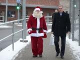 """ФОТО: Санта-Клаус и Дед Мороз встретились на мосту """"Дружба"""""""