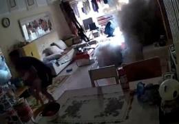 Зарядка электросамоката в квартире закончилась взрывом и пожаром - ВИДЕО