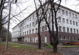 Здание бывшей инфекционной больницы в Нарве стремительно дешевеет
