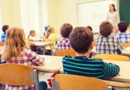 Защитить учителей от коронавируса можно с помощью масок или визиров