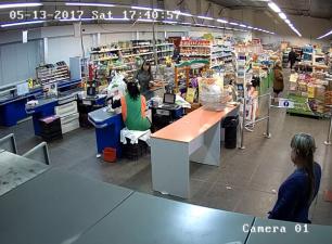 Бывший заместитель директора продуктового магазина попыталась обокрасть магазин своей же торговой сети