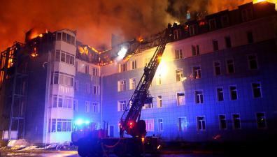 В Томске из горящего дома эвакуированы 350 человек