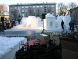 В центре Нарвы выросла еще одна Нарва — из льда и снега
