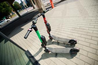 Валнер Валме: паркуемые как попало электросамокаты испортили жизнь пешеходам и велосипедистам