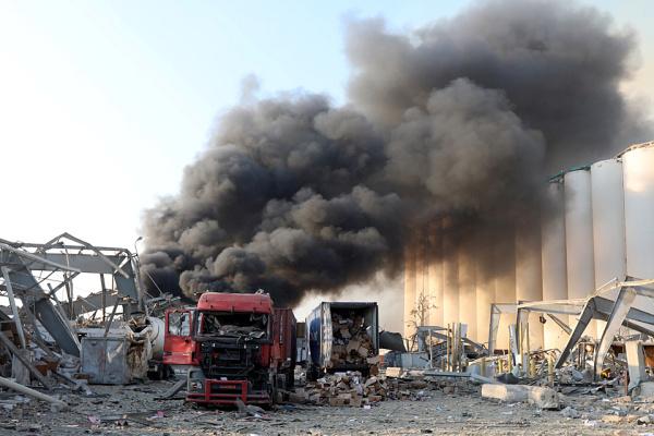 Число жертв мощного взрыва в Бейруте перевалило за полторы сотни