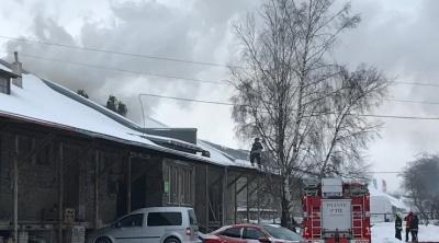 ВИДЕО: в столичном районе Ласнамяэ горел мебельный склад