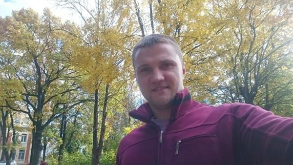 """Нарвский рэпер Stuf исполнил песню собственного сочинения """"Olen venelane"""" на русском и эстонском языках"""