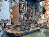 Из распиленного судна-автовоза достали 220 машин