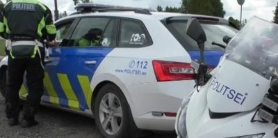В Нарве автомобиль сбил ребенка, полиция ищет свидетелей