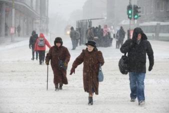 Тема дня: ДТП, падающие деревья, отмены рейсов – ранняя зима стала причиной множества ЧП по всей Эстонии