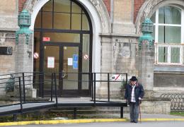 Вакцинация в Нарвской больнице: администрацию привили, членов совета пока не планируют