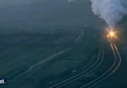 Паровоз воспламеняет висящие в воздухе частицы угля