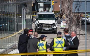 При наезде фургона на пешеходов в Торонто погибли 10 и пострадали 15 человек