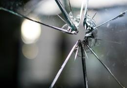 Полиция: следы крови на улицах Силламяэ оставили убегавшие взломщики