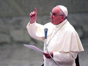 Папа Франциск призвал католиков Европы принять семьи беженцев - по одной на приход