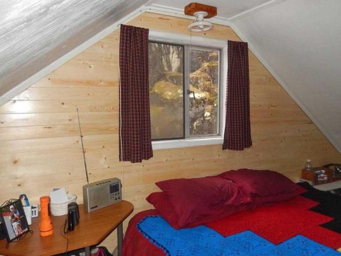 Плавучий дом площадью 63 кв. метра на озере в Канаде