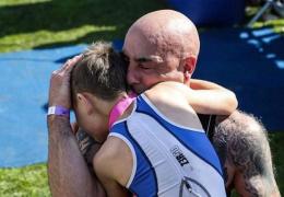 В Великобритании мальчик с ДЦП финишировал в триатлоне