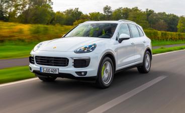 В Омске ребенок нашел Porsche Cayenne S для судебных приставов