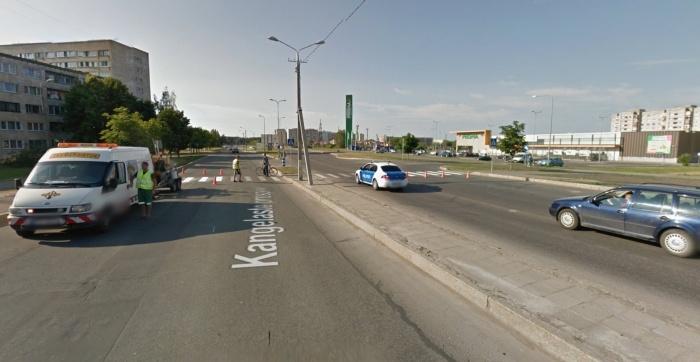 В Нарве ребенок повредил шесть автомобилей