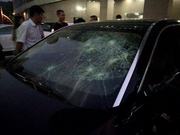 Разъяренная жена за 20 минут размолотила авто мужа, узнав об измене