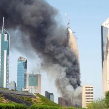 В Кувейте из горящего 300-метрового небоскреба эвакуировали 2500 человек