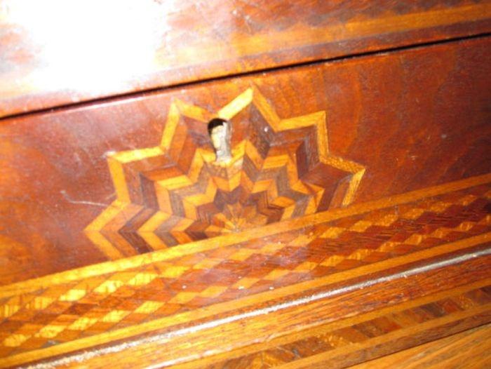 Что спрятано за потайной дверцей в гардеробе