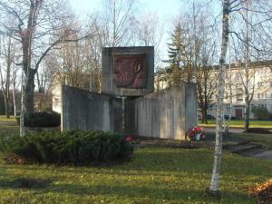 Полиция не будет заводить дело на солдата, забравшегося на памятник советским воинам в Силламяэ