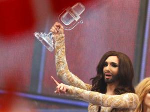 """На """"Евровидении"""" победил бородатый трансвестит из Австрии, Россия - на 7-м месте"""