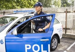 В Нарве беременная женщина попала под машину