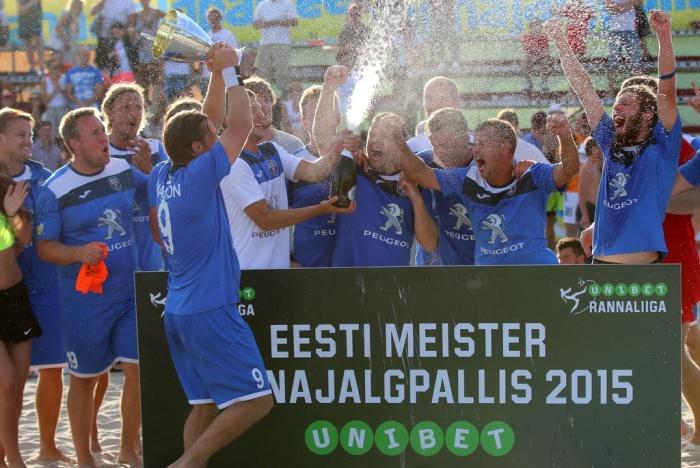 Пляжные футболисты Narva United завершили Чемпионат Эстонии тремя победами и удостоились награды