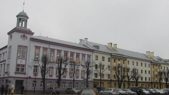 Противники закрытия детсадов и школ в Нарве проведут пикет перед горсобранием
